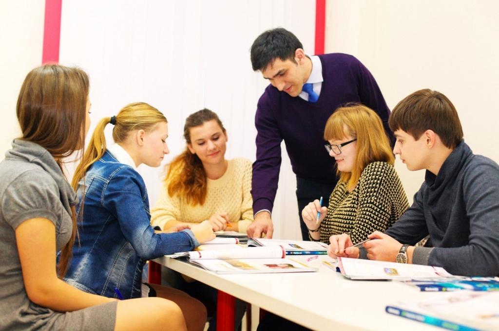 Сленговые фразы характерны для подростков и молодежи