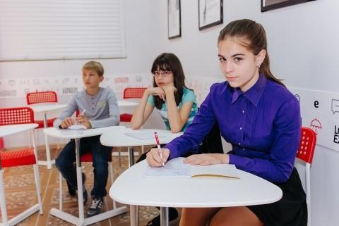 При проверке эссе на ЕГЭ по английскому языку специалисты оценивают разные аспекты